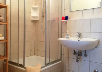 Zimmer 2: Badezimmer