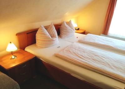 Zimmer 3: Gemütliches Doppelbett